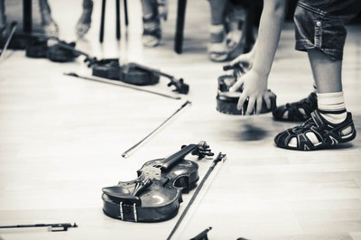 Aprendiendo violín con música tradicional española