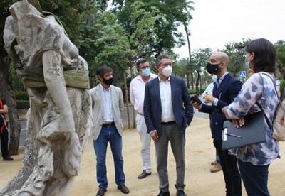 El Ayuntamiento inicia los trabajos de restauración de las últimas cinco Victorias Aladas del Parque de María Luisa para devolverles su aspecto original de hace más de un siglo con 129.000 euros de presupuesto