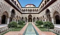 El Real Alcázar mantendrá su apertura al público tras consolidarse durante el pasado puente como parte de la agenda cultural de los sevillanos
