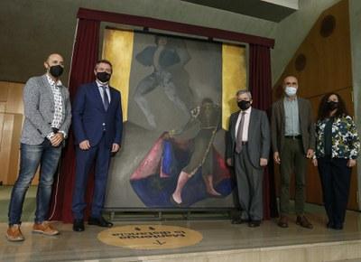 El Ayuntamiento cede el cuadro 'La música callada del toreo', de Sofía Gandarias y donado por el viudo de la artista Enrique Barón y su hijo, al Teatro de la Maestranza