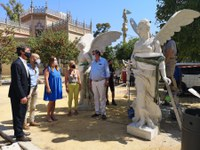 El Ayuntamiento culmina los trabajos de restauración de las Victorias Aladas del Parque de María Luisa para devolverles su aspecto original de hace más de un siglo