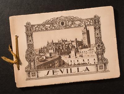 El Servicio de Archivo, Hemeroteca y Publicaciones adquiere un álbum de 56 imágenes de Sevilla tomadas por Enrique Dücker