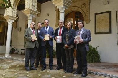 El alcalde de Sevilla, Juan Espadas en la presentación de los dos nuevos libros del ICAS