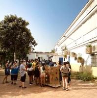 'Jardines en el aire' crea un jardín comunitario en Tres Barrios reutilizando el agua condensada de los aires acondicionados