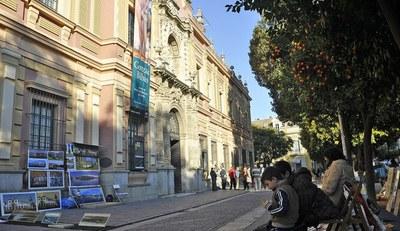 El Ayuntamiento acuerda la reanudación este fin de semana de la muestra de arte  de la Plaza del Museo una vez garantizado el cumplimiento de las medidas de seguridad y accesibilidad