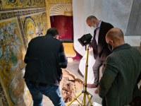 Trabajos arqueológicos en la Capilla del Palacio Gótico del Real Alcázar de Sevilla sacan a la luz un sarcófago con los restos de una niña que podría ser de época medieval
